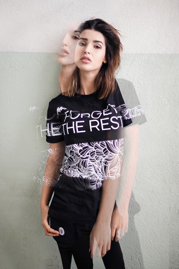 T-shirt Diamante Wear Mrs Forget The Rest czarny