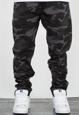 Spodnie Mass Jogger Base Sneaker Fit black camo